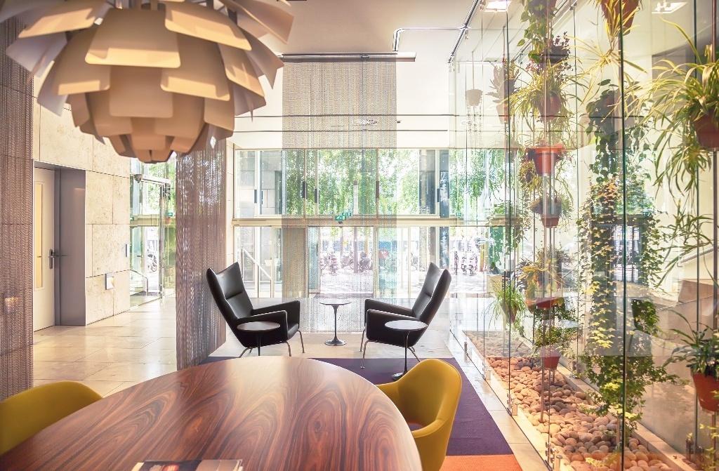 L'ufficio del futuro: aree condivise e verde verticale