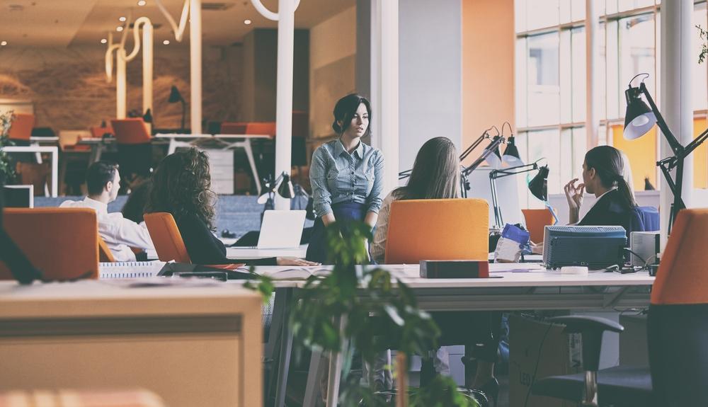 Disposizione Scrivania Ufficio : Disposizione scrivanie ufficio: qual è la migliore? sistema